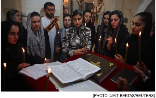 Chrześcijanie giną, muzułmanie się nawracają