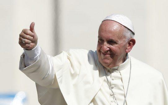 """Papież Franciszek: """"Chrystus prosi nas przyjmować imigrantów z otwartymi ramionami"""""""
