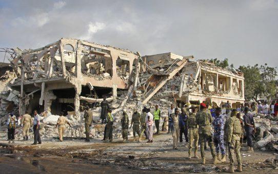 Postępy islamizacji Somalii: 303 zabitych, setki rannych, ku radości Allaha