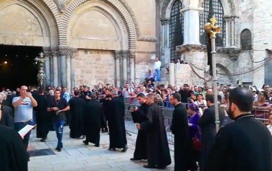 Wielki Piątek: Asyryjczycy modlą się przy Grobie Pańskim w Jerozolimie