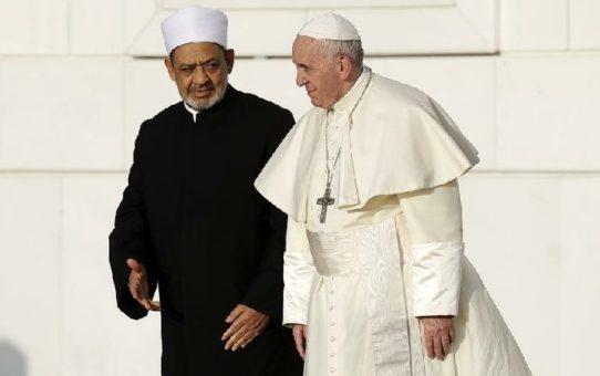 Papież Franciszek kuma się z rzecznikiem zabijania apostatów